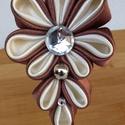 Barna szatén hajpánt, Ruha, divat, cipő, Hajbavaló, Hajpánt, A képen látható hajpántot szatén anyagból kanzashi technikával készült virággal díszítet..., Meska