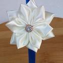 Hajpánt virággal, Ruha, divat, cipő, Hajbavaló, Hajpánt, A képen látható kék színű szatén hajpántot vajszínű szatén anyagból készült virággal ..., Meska