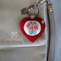 Egy csokor szeretet piros szívben kulcstartó- táskadísz, Ruha, divat, cipő, Mindenmás, Dekoráció, Kulcstartó, 'Tavasz, szerelem, szeretet, őrült piros, vagy ez így mind egyben ❤️ de lehet csak a pirostó..., Meska