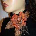 Dió és narancs  kendő, nyakékszer bross (selyem--nemez), Ruha, divat, cipő, Ékszer, Kendő, sál, sapka, kesztyű, Bross, kitűző, Nemezelés, Selyemfestés, Nincs pénzed új ruhára,  meguntad a régit?Itt a megoldás!Egy ilyen nyakékszert egy egyszínű ruhához..., Meska