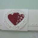 Szerelmes szívek, Naptár, képeslap, album, Esküvő, Ajándékkísérő, Nászajándék, Törtfehér ajándékátadó boríték formájú lap eljegyzésre, esküvőre. Domborított rátét ..., Meska