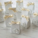 Bájos bézs szalagos, Esküvő, Baba-mama-gyerek, Dekoráció, Meghívó, ültetőkártya, köszönőajándék, Papírművészet, 12 db csodaszép,  fehér strukturált kartonból és bézs szalagból készült aprócska, jelképes ajándék ..., Meska