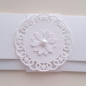 Fehérben az ajándék, Naptár, képeslap, album, Esküvő, Ajándékkísérő, Nászajándék, Késztermék, azonnal viheted :) Gyönyörű fehér strukturált kartonból készült pénzátadó b..., Meska