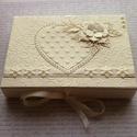 Ajándékátadó dobozka, Naptár, képeslap, album, Ajándékkísérő, Képeslap, levélpapír, Gyöngyházfényű kartonból készült ajándékátadó dobozka. Sokféle színben kérheted. Ezt a..., Meska