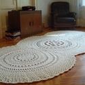 Bézs horgolt szőnyeg, Gyapjú fonálból készült bézs horgolt szőnye...