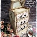 Apró Virágok komód - vintage ajándék / szekrény / ékszertartó / nászajándék / tároló íróasztalra / emlék, Otthon, lakberendezés, Ékszer, óra, Ékszertartó, Tárolóeszköz, Idézz BÁJOS RÉGMÚLT HANGULATOT az otthonodba a kézzel festett és dekorált szekrénykéimmel! ..., Meska