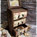 Ódon Rózsák komód - vintage ajándék / szekrény / ékszertartó / nászajándék / tároló íróasztalra / emlék, Otthon, lakberendezés, Ékszer, Ékszertartó, Tárolóeszköz, Idézz BÁJOS RÉGMÚLT HANGULATOT az otthonodba a kézzel festett és dekorált szekrénykéimmel! ..., Meska