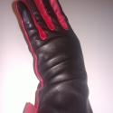 piros ujjú, masnis, Ruha, divat, cipő, Kendő, sál, sapka, kesztyű, Kesztyű, Bőrművesség, Varrás, Juhnappa bőrből készült női kesztyű. Fekete színű,az ujjai,az oldala és a masnija piros.  Gyapjú bé..., Meska