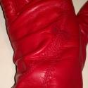 piros masnis, Ruha, divat, cipő, Kendő, sál, sapka, kesztyű, Kesztyű, Bőrművesség, Varrás, Juhnappa bőrből készült női kesztyű. Piros színű,felsőn díszítés és masni. Gyapjú bélelt. Méretet l..., Meska