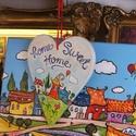 Mókaváros-Otthon, édes otthon, kézzel festett üdvözlő tábla, Otthon, lakberendezés, Ajtódísz, kopogtató, Mókaváros - vidám festmény sorozatunk ajtóra függeszthető üdvözlő tábla változata. Ottho..., Meska