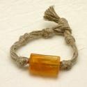 Minimalista, fiatalos, spárga karkötők, Ékszer, Karkötő, Egyszerű, sportos és fiatalos spárga karkötők.  Egyetlen díszük egy nagy sárga, narancssárga kicsit ..., Meska