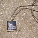Fekete-Fehér Kalocsai mintás nyaklánc, Ékszer, Nyaklánc, Egyedi mintás nyaklánc.  Saját készítésű, egyedileg összerakott. A kép mérete: 2,5x2,5cm. A nyaklánc..., Meska