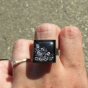 Egyedi Kalocsai mintás szögletes, állítható gyűrű, Ékszer, Magyar motívumokkal, Gyűrű, Egyedi Kalocsai mintás állítható méretű gyűrű.  Saját készítésű, egyedileg összerakott. A minta egye..., Meska
