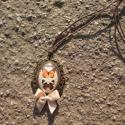 Kézműves Vintage Lepke mintás ovális nyaklánc, Ékszer, Nyaklánc, Egyedi Lepke mintás nyaklánc.  Saját készítésű, egyedileg összerakott. A kép mérete: 2,5x2cm. A nyak..., Meska
