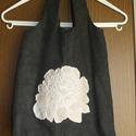 Virágos táska/sztayor, Táska, Válltáska, oldaltáska, Szatyor, Kézműves táska.  A füle 40cm hosszú. Magassága: 32cm, szélessége (középen): 35cm.  Díszítése: egyedi..., Meska