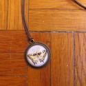 Pillangó mintás nyaklánc, Ékszer, Nyaklánc, Egyedi Pillangó mintás nyaklánc.  Saját készítésű, egyedileg összerakott. A kép mérete: 2x2cm. A nya..., Meska