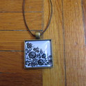 Fehér-Fekete Kalocsai mintás nyaklánc, Ékszer, Nyaklánc, Egyedi mintás nyaklánc.  Saját készítésű, egyedileg összerakott. A kép mérete: 2,5x2,5cm. A nyaklánc..., Meska