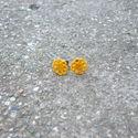 Sárga csipke fülbevaló bedugós, Ékszer, Fülbevaló, Egyedi Csipke fülbevaló.  Saját készítésű, egyedileg összerakott. A csipke mérete: 1,2x1,2cm. A fülb..., Meska