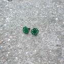 Zöld csipke fülbevaló bedugós, Ékszer, Fülbevaló, Egyedi Csipke fülbevaló.  Saját készítésű, egyedileg összerakott. A csipke mérete: 1,2x1,2cm. A fülb..., Meska