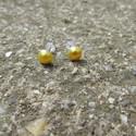 Sárga gyöngy fülbevaló bedugós, Ékszer, Fülbevaló, Egyedi gyöngy fülbevaló.  Saját készítésű, egyedileg összerakott. A gyöngy mérete: 0,5x0,5cm. A fülb..., Meska