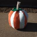 Halloween Tök Dekoráció, Dekoráció, Dísz, Ünnepi dekoráció, Halloween tök dekoráció.  Magassága: 23cm. Szélessége: 15cm.  Bájos és teljesen egyedi, ez az egy ké..., Meska