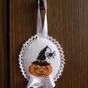 Halloween Tök és Pók Dekorációs Függő, Dekoráció, Dísz, Ünnepi dekoráció, Ajtódísz, kopogtató, Halloween függő.  Felhasználható:  - Ajtódísznek - Kilincsdísznek - Fogantyúdísznek - Karácsonyfa dí..., Meska