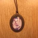 Kézműves Vintage Cica mintás ovális nyaklánc, Ékszer, Nyaklánc, Egyedi Macska mintás nyaklánc.  Saját készítésű, egyedileg összerakott. A kép mérete: 2,5x2cm. A nya..., Meska