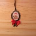 Őszi Gombás nyaklánc, Ékszer, Nyaklánc, Egyedi Virág mintás nyaklánc.  Saját készítésű, egyedileg összerakott. A kép mérete: 2,5x2cm. A nyak..., Meska