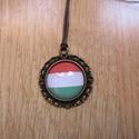 Nemzeti színű nyaklánc, Ékszer, Magyar motívumokkal, Nyaklánc, Egyedi Nemzeti zászló mintás nyaklánc.  Saját készítésű, egyedileg összerakott. A kép mérete: 2x2cm...., Meska