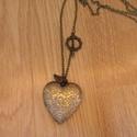 Szív kinyitható medálos lánc, Ékszer, Magyar motívumokkal, Nyaklánc, Szív kinyitható medálos lánc.  A medál belsejébe akármilyen képet tehetsz!!  Saját készítésű, egyedi..., Meska