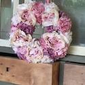 Nyári Szellő kopogtató, Dekoráció, Otthon, lakberendezés, Ajtódísz, kopogtató, Koszorú, Virágkötés, Selyemmel bevont szalma koszorú alapra készült, pasztell rózsaszín, kicsi lila és fehér kombináció,..., Meska