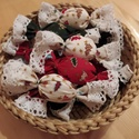 Textil szaloncukor, Karácsony & Mikulás, Karácsonyfadísz, Varrás, Csipkeszegéllyel készült asztali dekoráció, de függő díszként is használható.   Ennel a termeknel, ..., Meska