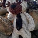 Mr. Pug, Játék, Játékfigura, Mr. Pug horgolt mopsz kutyus nyakkendőben.  28 cm magas, szilikonos töltőanyaggal tömött., Meska