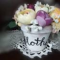 Anyák napi virágcsokor cserépben, Anyák napja, Mindenmás, Anyák napjára készült nagy szeretettel ez a mű- és selyemvirágokból álló csokor, amit fehérre antik..., Meska