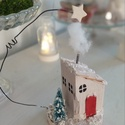 Mini házikós téli jelenet, Karácsony & Mikulás, Karácsonyi dekoráció, Mindenmás, Nyírfa korongra épült ez a kis házikó , ami az építkezésből maradt faanyag felhásznalasával készült..., Meska