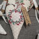 Hímzett karácsonyi szivek, Karácsony & Mikulás, Karácsonyi dekoráció, Varrás, Hímzés, Pöttyös vászonra kézzel hímzett mintákkal, bársony szalaggal készítettem ezeket a karácsonyi szivek..., Meska