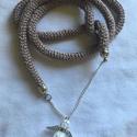 egyedi angyal- horgolt nyaklánc, Ékszer, Nyaklánc, Horgolás, Mályva színű fonál ezüst szállal a végén angyalkával készült horgolt nyaklánc.    Merete 47 cm, vag..., Meska
