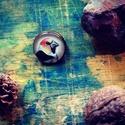Hordozható madárportré sorozat - meggyvágó kitűző, Ékszer, Képzőművészet, Bross, kitűző, Illusztráció, Madárbarátoknak szeretettel :)  Ez a kis madárportré bármikor veled lehet, díszítheted vele a felsőd..., Meska
