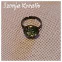 Zöld-fehér kis virágos gyűrű, Ékszer, Gyűrű, A képen látható ékszernél ezt a szép zöld-fehér virágos papírt rögzítettem a gyűrűalap és a lencse k..., Meska