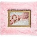 Szőrmók egyedi képkeret/pink 15x20 -as fotókeret, Otthon & lakás, Lakberendezés, Képkeret, tükör, Famegmunkálás, Pink 15x20 -as fotókeret/képkeret. Ajándékozz igazi emléket! Ajándékozz Szőrmók képkeretet! - 15x20..., Meska