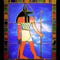 Anubisz lélekvezető kivilágítható tiffan yfalikép, Otthon, lakberendezés, Dekoráció, Bútor, Kép, Mindenmás, Üvegművészet, Művészettörténeti szempontból pontos egyiptomi ábrázolás alapján, aprólékos kidolgozottsággal készü..., Meska