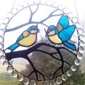 Kékcinegék ablakdísz, Dekoráció, Bútor, Otthon, lakberendezés, Képzőművészet, Mindenmás, Üvegművészet, Élethű, magával ragadó bájos madarak tél végi hangulatban. A levegőben játszó, ágról-ágra röppenő k..., Meska