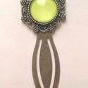 Lime zöld könyvjelző , Antikolt bronz színű könyvjelző, amelyben lime...
