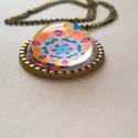 Mandala medálos nyaklánc, Ékszer, óra, Nyaklánc, Ékszerkészítés, Bronz színű medál, melyben az általam tervezett és készített mandala nyomata található üveg borítás..., Meska