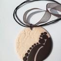 Elegáns rózsaszín-barna nyaklánc, Ékszer, Medál, Nyaklánc, Süthető gyurmából készítettem ezt a medált, amely stílusos, elegáns kiegészítője lehet ruházatának. ..., Meska