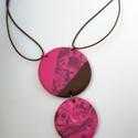 Pink-barna nyaklánc két medállal, Ékszer, Medál, Nyaklánc, Süthető gyurmából készítettem ezeket a medálokat, amelyek pink és barna színükkel élénk, trendi kont..., Meska