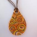 Sárga örvény nyaklánc, Ékszer, Medál, Nyaklánc, Süthető gyurmából készítettem ezt a medált, amely vidám, egyedi kiegészítője lehet ruházatának.   A ..., Meska