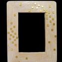 Fehér-arany kézzel díszített képkeret, Dekoráció, Otthon, lakberendezés, Képkeret, tükör, Festett tárgyak, Mozaik, 9x13 cm-es kép tárolására alkalmas állítva és fektetve is felakasztható képkeret.  Összesen 19x15 c..., Meska