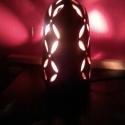 Mézbarna lámpa, Otthon, lakberendezés, Lámpa, Hangulatlámpa, Asztali lámpa, Kerámia, A lámpatest korongozott, áttörése kézzel készült. Formája és áttört mintája egyaránt egyszerű és ez..., Meska