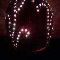 Vörös lámpa gyöngyberakással, Otthon, lakberendezés, Lámpa, Asztali lámpa, Hangulatlámpa, Kerámia, A lámpatest korongozott, áttörése kézzel készült. A lámpát színes csiszolt gyöngyberakások díszítik..., Meska